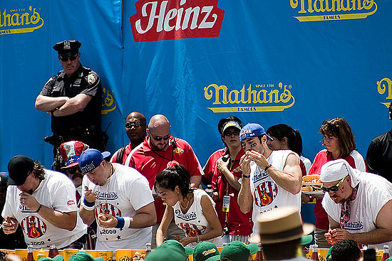 O Melhor Hot Dog de Sydney. Witness All American Nathans Hot Dog Eating Contest